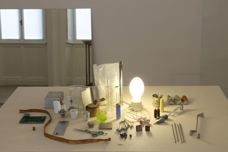 mostra allo Studio Guenzani, Milano, settembre-novembre 2010 Gli Elementi, installazione ambientale, materiali vari, dettaglio